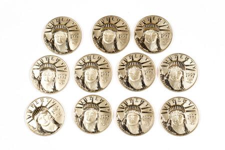 1997 Platinum monete centinaio di dollari isolato su bianco. Archivio Fotografico - 28003001