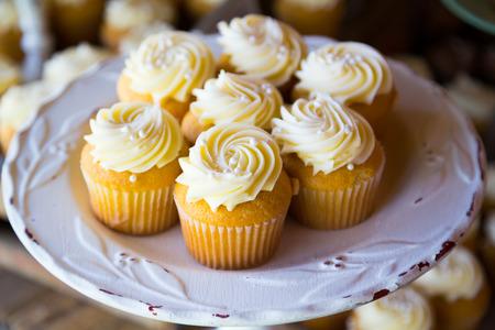 vanilla cupcake: Cupcakes at a wedding reception looking great.
