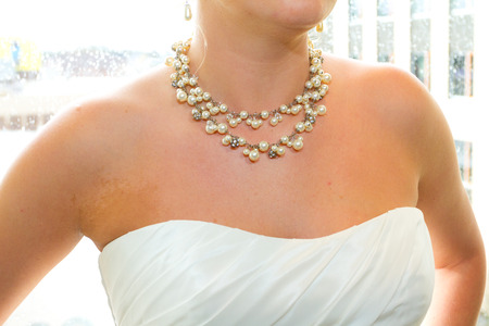 Necklace on the neck of a beautiful bride on her wedding day. Stok Fotoğraf
