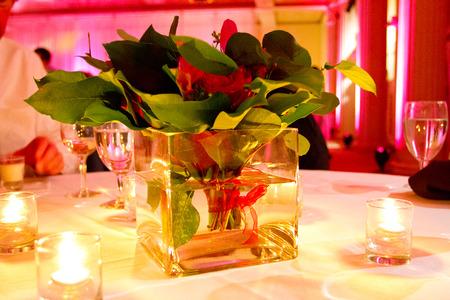 아름 다운 꽃과 결혼식 피로연 실내 장식. 스톡 콘텐츠