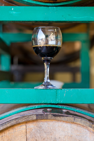 Aged stout from a bourbon barrel at a craft brewery in Oregon. Stok Fotoğraf - 32937062