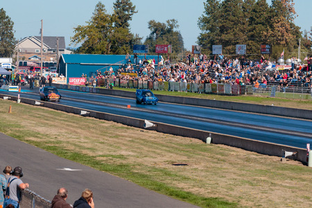 drag race: WOODBURN, OR - SEPTEMBER 27, 2015: Zuess vs Hell On Wheels in the funny car division at the NHRA 30th Annual Fall Classic at the Woodburn Dragstrip. Editorial