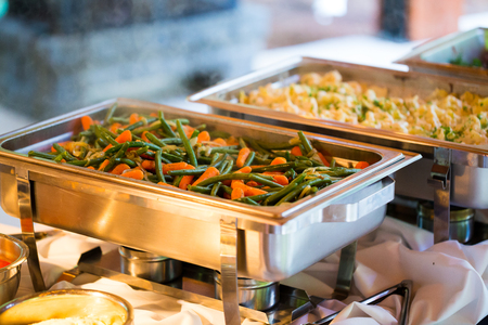ślub: Catering meal at a wedding reception of green beans and carrots.