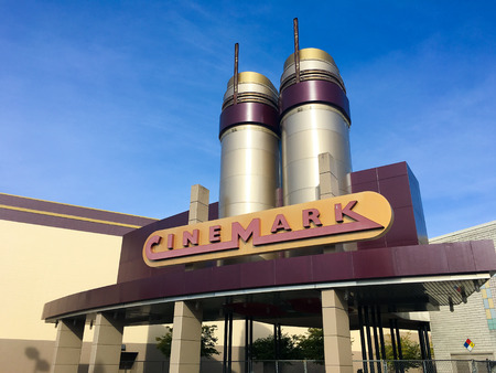 SPRINGFIELD, OR - OCTOBER 22, 2015: Cinemark 17 movie theater at Gateway Mall. Stock fotó - 47025085