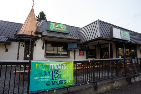 eugene: EUGENE, OR - NOVEMBER 12, 2015: Taylors Bar and Grill on the University of Oregon campus is a major meeting place and social gathering spot for students and faculty.