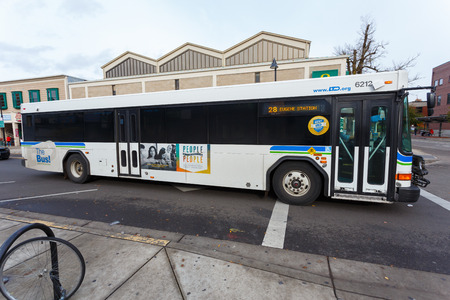 EUGENE, OR - NOVEMBER 12, 2015: Lane Transit District (LTD) bus is the main form of public transportation in the city of Eugene Oregon. 新聞圖片