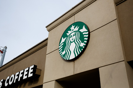 starbucks coffee: EUGENE, OR - NOVEMBER 12, 2015: Starbucks Coffee on campus at the University of Oregon in Eugene.