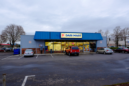 mart: SPRINGFIELD, OR - DECEMBER 16, 2015: Dari Mart convenience store with cars parked in front at dusk.