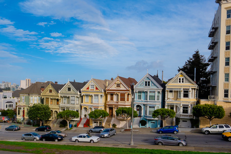 television show: SAN FRANCISCO, CA - DECEMBER 10, 2015: San Franciscos Alamo Park provides a good view of downtown and the Painted Ladies, a well-known row of houses from the television show Full House.