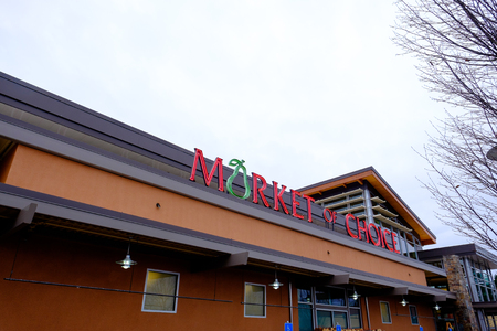 eugene: EUGENE, OR - DECEMBER 16, 2015: Neon sign for Market of Choice in Eugene Oregon.