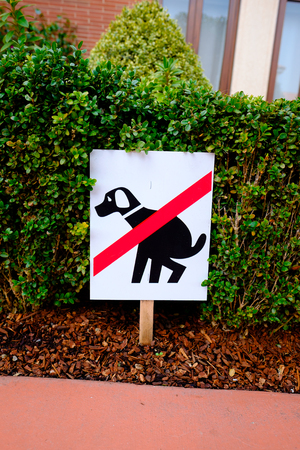 supposed: Sign shows a diagram to explain that pets are not supposed to poop on this property. Stock Photo