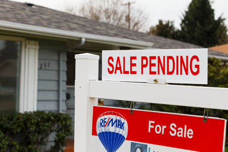 buy house: SPRINGFIELD, OR - FEBRUARY 16, 2016: ReMax Integrity listing with a for sale sign is now pending as the real estate market picks up again and prices go up.