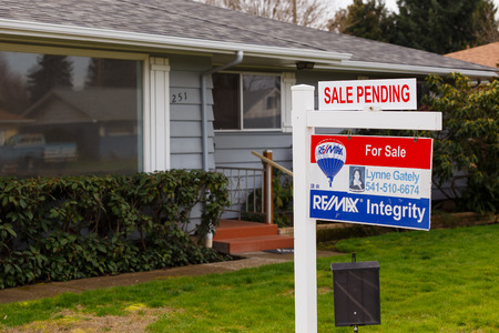 for sale sign: SPRINGFIELD, OR - FEBRUARY 16, 2016: ReMax Integrity listing with a for sale sign is now pending as the real estate market picks up again and prices go up.