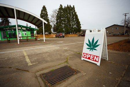dispensary: SPRINGFIELD, OR - FEBRUARY 16, 2016: Marijuana dispensaries like this one have popped up in large number due to a law change in Oregon legalizing pot for recreational purposes.