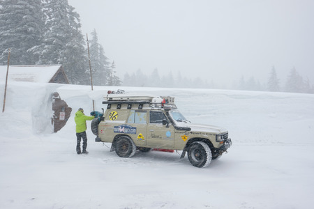 crater lake: CRATER LAKE, OR - MARCH 8, 2016: Customized Land Cruiser SUV parked next to a snowpack of more than 100 inches at Crater Lake after a Winter of record-setting snowfall.
