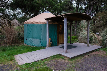 oregon coast: Green camping (or glamping) yurt on the Oregon Coast at a beach campground. Stock Photo