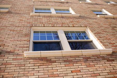Windows는 또한 포틀랜드 오레곤 시내의 일부 콘도 주택에있는 벽돌 아파트 건물에 있습니다.
