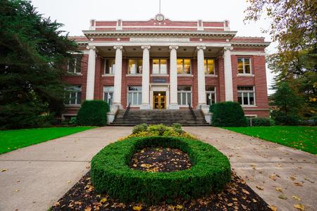 Administratief gebouw buitenkant Johnson Hall op de Universiteit van Oregon campus in Eugene. Stockfoto
