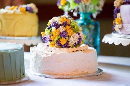Cutsom bruidstaart bij de receptie Stockfoto