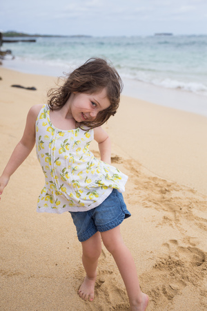Child Playing on Beach in Oahu Hawaii Stok Fotoğraf