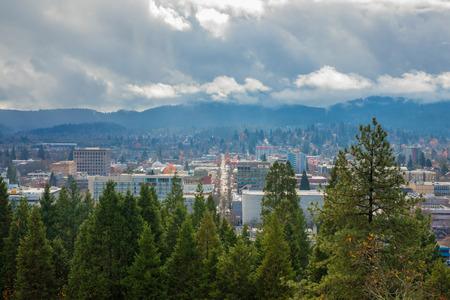 ユージーンオレゴンシティと雲 写真素材
