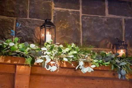 Floral Garland at Wedding Venue Imagens - 97243728