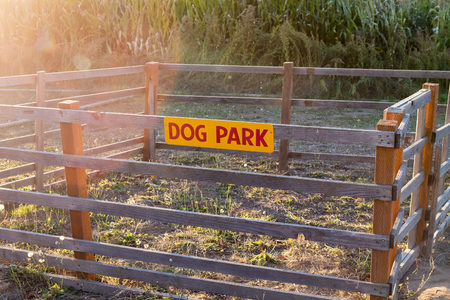 Very small and impractical dog park with a fence around it to house pets at Detering Organic Farm near Eugene Oregon during the Fall. Banque d'images - 114868442