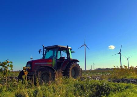 pause repas: tracteur dans le champ d'une pause d�jeuner