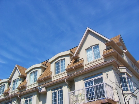 townhome: A group of townhouses - homes with bright blue sky background Stock Photo
