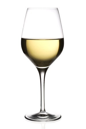 wei?wein: Ein Glas Wei�wein, isoliert auf wei�em Hintergrund