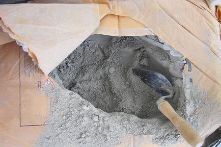 close up trowel in a bag of cement powder Banque d'images