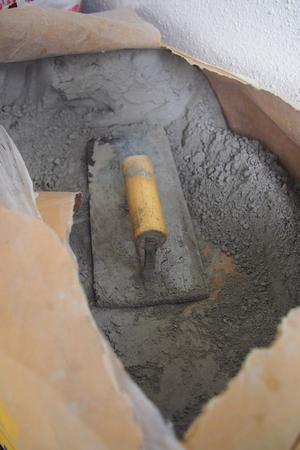 close up trowel in a bag of cement powder Standard-Bild