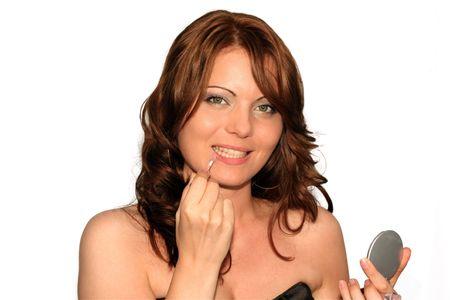 lip shine: Ragazza sta utilizzando il suo costituiscono insieme in diverse fasi, lip gloss o lucentezza del labbro