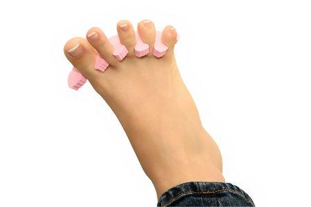 s�parateurs: Jeune fille est de prendre soin des pieds et ongles en utilisant les s�parateurs de p�dicure