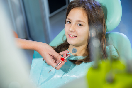 borer: little girl patient to the dentist