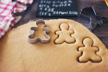 ジンジャーブレッドのクッキーの準備 写真素材