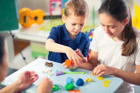 어린이 놀이 모델링 Plasticine 거실에서