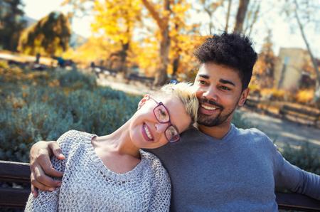 politika interracial dating nejlepší online seznamovací weby srovnání