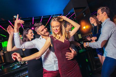 Group of friends partying in a nightclub Reklamní fotografie - 122886695