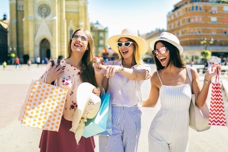 Group of beautiful women smiling and having fun together 스톡 콘텐츠