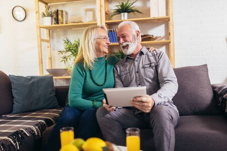 Senior couple at home using digital tablet. Quarantine. Imagens - 142510438