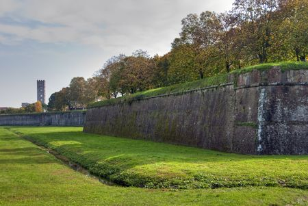 lucca: Lucca Walls, Tuscany, Italy in October