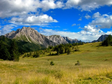 A meadow with a background mountain in Veneto Stock Photo - 6852246