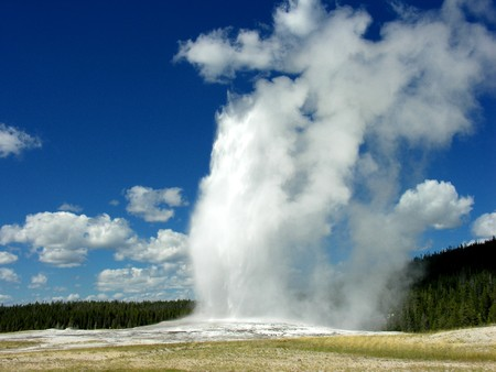 steam jet: The Famous Old Faithful Geyser in Yellowstone National Park Stock Photo