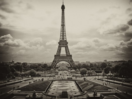 View of Eiffel Tower in Paris, France Stock Photo - 7135019