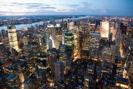 imperium: New York City door nacht van het Empire State Building