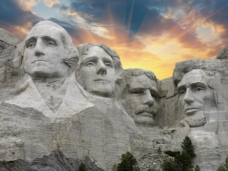 abraham lincoln: Sunset over Mount Rushmore in South Dakota, U.S.A.
