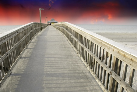 Sunset from a Pier in Fort Myers, Florida, U.S.A. Stock Photo - 9963345