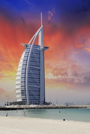 Verenigde Arabische Emiraten: Zonsondergang in Dubai, Verenigde Arabische Emiraten Redactioneel