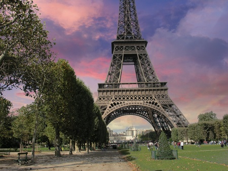 parc: Eiffel Tower from Parc du Champs de Mars, Paris, France